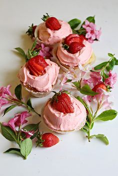 SweetandSimple - Strawberry Cupcakes