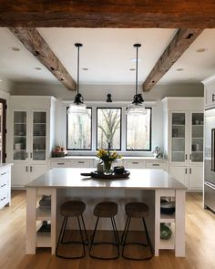White kitchen is never a wrong idea. The elegance of white kitchens can always provide . Elegant White Kitchen Design Ideas for Modern Home Classic Kitchen, New Kitchen, Kitchen Dining, Kitchen Decor, Kitchen Cabinets, Kitchen Ideas, Kitchen Lamps, Kitchen Windows, Kitchen Faucets
