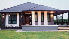แบบบ้านชั้นเดียวยกพื้น 3 ห้องนอน 2 ห้องน้ำ สวยเหมือนหลุดมาจากนิตยสาร House Roof Design, Two Story House Design, Classic House Design, Minimalist House Design, Small House Design, Facade House, Simple Bungalow House Designs, Modern Exterior House Designs, Modern Bungalow House