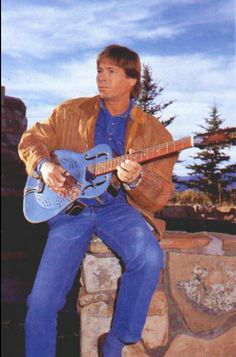 La foto esta sacada en tu casa?? John and his blue guitar.