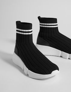 Sock-style high-top sneakers Fashion Socks, New Shoes, Flat Shoes, a6b476553d7