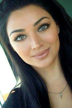 at these eyebrows! - Look at these eyebrows! -Look at these eyebrows! - Look at these eyebrows! Skin Makeup, Beauty Makeup, Hair Beauty, Makeup Style, Microblading Eyebrows, Eyebrow Tattoo, Tattoo Eyebrows, Tips Belleza, Beautiful Eyes