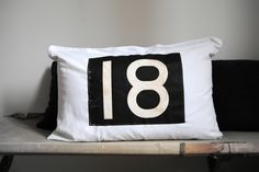 """★ Coussin """" Bus Sign """" n° 18 - BAZAR and CO"""