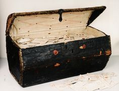 Post master De Brienne's 'piggy bank' chest. The Dutch Museum voor Communicatie now owns a trunk containing 2,600 letters written between 1689 and 1706 - 600 remain unopened!