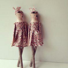 More Sophie Tilley wooden dolls. I love them!