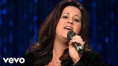 Bill & Gloria Gaither - Burdens Are Lifted At Calvary [Live] ft. Ladye L...