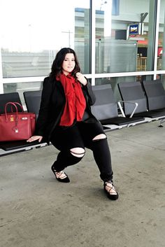 Plus size red and black for travelling by 'Sometimes Glam'. For more inbetweenie and plus size style ideas go to www.dressingup.co.nz