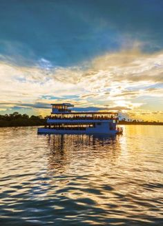 Tourist attractions in Zimbabwe – Natural Wonders and Ancient Ruins  Tourist attractions in Zimbabwe are abundant – from amazing game parks to visit, magnificent ancient ruins to explore and breathtaking scenery to marvel at.