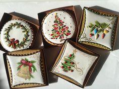 Christmas cookies by Hungarian artist, Mézesmanna Christmas Sugar Cookies, Christmas Chocolate, Christmas Cupcakes, Christmas Sweets, Holiday Cookies, Christmas Baking, Gingerbread Cookies, Halloween Cookies, Winter Christmas