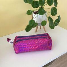 💙Zéloys Créations💛 sur Instagram: Trousse zipzip pour Zélie. Très pratique pour ranger les feutres et les crayons! Tuto: trousse #zipzip de @patrons_sacotin #zeloys…