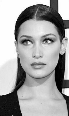 Bella Hadid From Best Beauty At The 2016 Grammys Another Play On Usual Smoky Eye Was Bellas Barely There Rendition It Gives Illusion Of A Done Up
