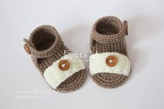 Crochet baby sandals, baby slippers, booties, shoes, baby boy sandals, girl, summer, wooden buttons, READY TO SHIP, 3-6 months, gift idea