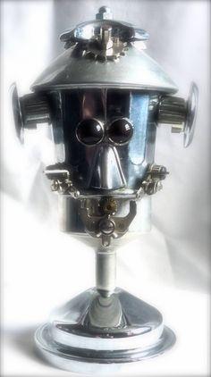 Robot presse-papier en métal recyclé. # sculpture # robot # métal recycled # presse-papier #