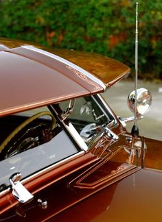 http://www.boatpartsandsupplies.com/boatwindshields.php has some information on how to shop for a replacement windshield for a boat.