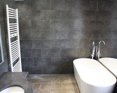 salle de bain moderne en carrelage gris fonc