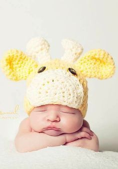 OMG I want this hat. You'd best figure out how to make it Lys! Baby giraffe hat | Crochet pattern