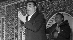 """Manolo Caracol """"Cantaor y actor. Fue el último representante de una dinastía gitana dedicada al cante y al mundo del toro. Supo dotar de un toque personal todos los géneros que cultivó."""""""