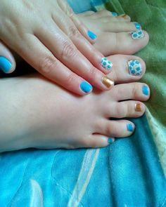 Αν νομίζεις ότι #nailart που κάνω είναι μόνο για τα νύχια των χεριών τότε κάνεις λάθος γιατί ειδικά το καλοκαίρι θέλω να είναι συνδυασμένα το #manicure και το #pedicure μου!   Επειδή και τα νυχάκια στα ποδαράκια αξίζουν να είναι περιποιημένα! . . . #diaryofabeautyaddict #nails #nailsoftheday #notd #myeditlook #bluenails #nailsdesign #nailsbyme #greekblogger #beautyblogger #nailblogger #instanails