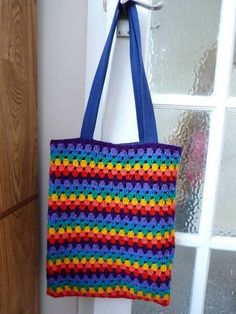 What an awesome bag! I need to learn to put lining and handles into bags I crochet.
