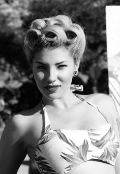 Retro Hairstyles Pinup hair Women's vintage hairstyle ideas up hairdo rockabilly - 1940s Hairstyles, Classic Hairstyles, Wedding Hairstyles, Fur Vintage, Look Vintage, Vintage Ideas, Retro Vintage, Up Hairdos, Updos