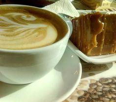 """A R O M A  D I  C A F F É  """"Los grandes momentos son los que compartes con una taza del mejor café"""". . . . #AromaDiCaffé#SaboresAroma#MomentosAroma#Amistad#Compartir#Disfrutar#CoffeeMoments#Coffee#Barismo#Caracas#Espresso . Visítanos de Lunes a Sábado de 8:00 a.m. - 7:00 p.m."""