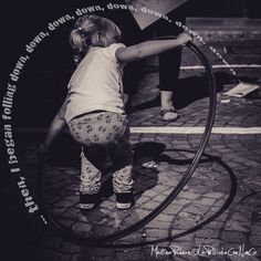 Alice and the hole, Kids photography, printed di LaPellicolaCheNonCe su Etsy