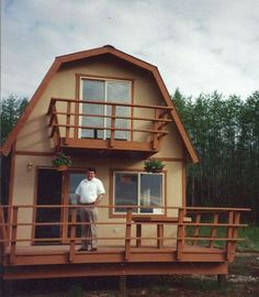 There are some types of roof that would create a traditional house style and a gambrel roof is one of them. A gambrel roof is a symmetrical two-sided roof that has two slopes on each side of the ro… Prefab Tiny House Kit, Cheap Tiny House Kits, Shed To Tiny House, Tiny House Cabin, Tiny House Living, Tiny House On Wheels, Tiny House Design, Tiny Houses, Cob Houses