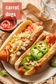 Yes, that's right: carrot dogs! Marinated grilled carrots served on a bun with your favorite toppings. They don't taste like hot dogs, but they're absolutely delicious. Totally vegan, packed with… More Easy Vegan Dinner, Vegan Dinner Recipes, Veg Recipes, Delicious Vegan Recipes, Good Healthy Recipes, Vegan Dinners, Vegetarian Recipes, Grilled Carrots, Carrot Dogs