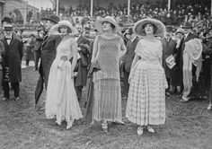 Ladies at the races, Auteuil, 1923.