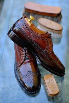 "dandyshoecare: ""Custom Brown"" A new Patina for a elegant… http://thesnobreport.tumblr.com/post/96990733652"