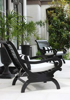 Black Plantation Chaises ~ via Italian Girl in Georgia: Spanish Style Sunshine