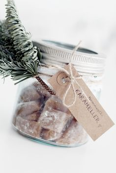 Geschenk-Idee: Selbstgemachte Fudges im Glas Natural Christmas, Noel Christmas, Christmas Goodies, Rustic Christmas, Christmas Treats, Winter Christmas, All Things Christmas, Christmas Decorations, Xmas Food