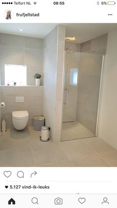 Dangerous stunning tile colours and small tiles behind the bathroom Designer Wedding ceremony Costum Ideas Baños, Small Bathroom Layout, Dyi Bathroom, Toilette Design, Shower Cabin, Small Toilet, Upstairs Bathrooms, Bathroom Interior Design, Bathroom Renovations