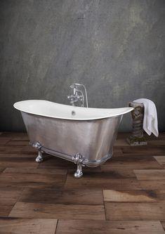 The Mon Empire bath with feet.