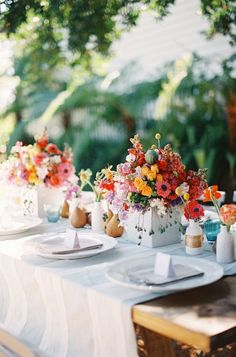 Colorful Tablescapes - Wedding Colours, Wedding Themes, Wedding colour palettes