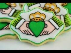 Claddagh Sugar Cookies St Patrick's Day Cookies, Iced Cookies, Royal Icing Cookies, Fun Cookies, No Bake Cookies, Holiday Cookies, Sugar Cookies, Decorated Cookies, St Pattys