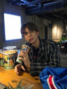 Hwiyoung SF9 Rapper, Chani Sf9, Sf 9, Korean Boy, Woo Young, Fnc Entertainment, Asian Boys, Handsome Boys, Boyfriend Material