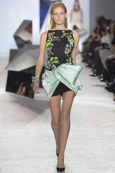 8. Giambattista Valli, Spring 2014 Couture - Modern front pulled back. square-like neckline and decorated bodice.