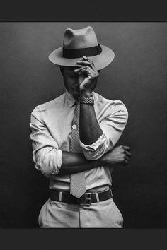 Trend portrait photography poses for men 10 - Life Hack Sharp Dressed Man, Well Dressed Men, Mode Masculine, Photographie Portrait Inspiration, Poses Photo, Photo Shoots, Men Photoshoot, Photography Poses For Men, Portrait Photography