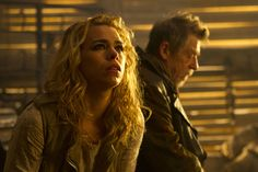 "[caption align=""alignnone"" Billie Piper (with John Hurt in the background) in 'The Day of the Doctor.' (Photo: BBC AMERICA)[/caption] Doctor Who showrunner. Ninth Doctor, Bbc Doctor Who, Rose Tyler, Bing Bilder, Doctor Images, Doctors Day, Steven Moffat, Billie Piper, Don't Blink"