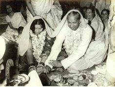 Wedding ceremony of young Nirmala Mataji to Sir CP Srivastava. Sahaja Yoga Meditation, Shri Mataji, Mother Pictures, Two Daughters, S Pic, Beautiful Pictures, Culture, Ganesh, Painting