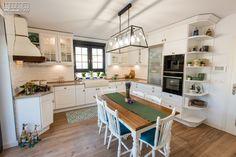 Proiect bucatarie Dumbravita | Kuxa Studio, expert in mobila de bucatarie - 5339 Classic, Kitchen, Table, Furniture, Studio, Home Decor, Derby, Cooking, Decoration Home