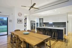 Thirteenth Beach II - Island bench with walk in pantry - a kitchen for entertaining