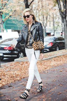#JoannaHillman going the moto in Paris.