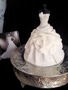 Wedding Dress Cake - Made to replicate the brides dress. Pound cake underneath, dress form is a dismembered Barbie :/ wrapped in fondant. Cupcakes, Cupcake Cakes, Beautiful Cakes, Amazing Cakes, Corset Cake, Cake Toppers, Brides Cake, Wedding Dress Cake, Wedding Dresses