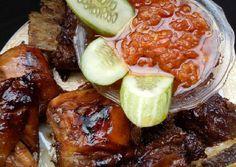 Iga sapi & ayam bakar madu Beef Recipes, Chicken Recipes, Indonesian Food, Indonesian Recipes, Chili, Steak, Food And Drink, Soup, Keto