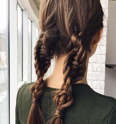 "Gefällt 724 Mal, 22 Kommentare - BRAIDS | UPDOS | INSPIRATION (@beyondtheponytail) auf Instagram: ""Help me name these cool BRAIDS! 🤔✨ look created by @i_pasechnik @i_pasechnik ✨ #braidinspo…"""