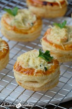 Vol-au-vent with smoked salmon and zucchini - Cuisinons En Couleurs - - Vol Au Vent, Zucchini, Appetizer Recipes, Appetizers, Ramadan Recipes, Homemade Cake Recipes, Savory Snacks, French Food, Finger Foods