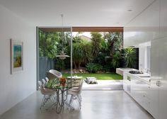 庭に隣接するダイニングキッチン.jpeg (750×535)