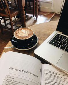 Coffee And Books, Coffee Love, Coffee Break, Coffee Cups, Coffee Mornings, Coffee Coffee, Morning Coffee, Coffee Shop Aesthetic, Café Chocolate